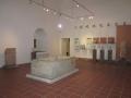 Museo Archeologico-II Sala. Sarcofago bisomo.JPG