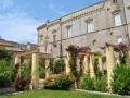 Palazzo d'Avalos dai Giardini Napoletani.jpg